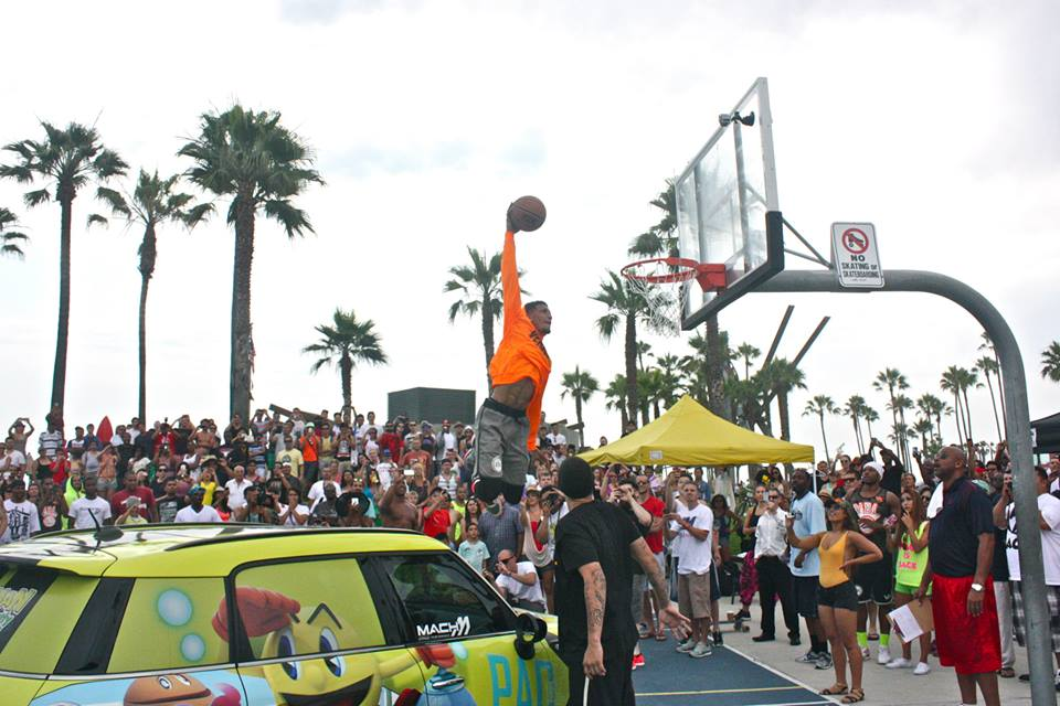 We challenge the top 5 NBA dunkers to a contest for a million $ > CRAZY Video